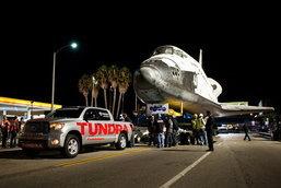 โตโยต้าจัดหนัก จับ   Toyota Tundra  ลากกระสวยอวกาศ