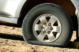 หลากทางเลือกตัวช่วย..เมื่อรถคุณยางแตก