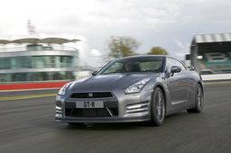 2013 Nissan GT-R เบ่งพลังพุ่งทะยานประชันความสปอร์ต