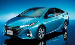 Toyota PRIUS PHV ใหม่ สามารถวิ่งได้ไกลถึง 68.2 km ด้วยพลังงานไฟฟ้า เริ่มต้น 3.26 ล้านเยน