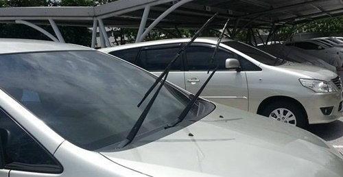 จอดรถกลางแดด ยกก้านปัดน้ำฝนช่วยยืดอายุยางจริงหรือ ?