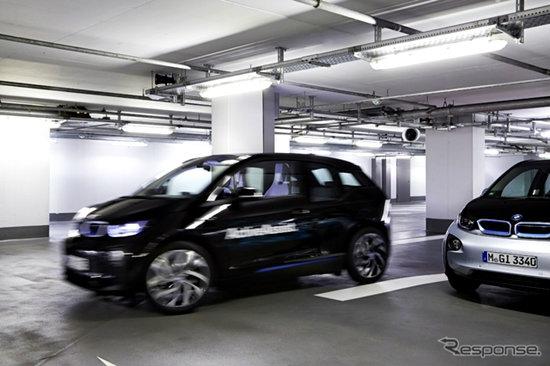 BMW เผยโฉมรถอัจฉริยะสั่งจอดได้เองผ่านนาฬิกา