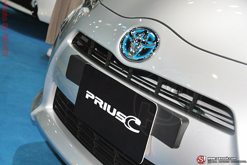 Sanook Go For Green : Toyota Prius C ราคามาแรง แต่ก็น่าสน