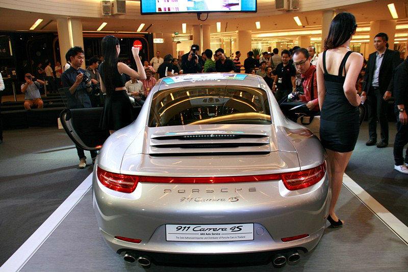 Porsche 911 Carrera 4 S  อยากแรงมั่นใจ ต้องจ่าย 17  ล้าน