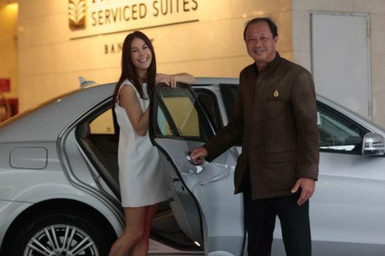 """เฮ! คนไทยได้นั่ง """"รถเบนซ์"""" เป็นแท็กซี่แล้ว"""