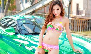 รถสีเขียว กับพริตตี้สาวสวย