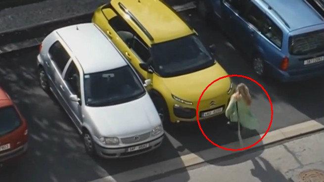 มนุษย์ป้าจอดรถไม่เป็น แถมยังพาลเตะรถคันอื่น!