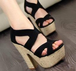 สวยกันได้ง่ายๆ ด้วยแฟชั่นรองเท้าส้นสูง