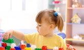 วิธีเลือกซื้อของเล่นเพื่อเสริมพัฒนาการของเด็กแต่ละวัย
