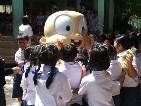 """วิธิตาฯ เอาใจเด็ก จัด """"PangPond School Tour  2010"""""""