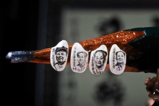 สุดทึ่ง! ศิลปินไต้หวันกลั้นหายใจ ใช้แว่นขยายวาดภาพผู้นำจีนลงบนเมล็ดข้าวขนาดจิ๋ว
