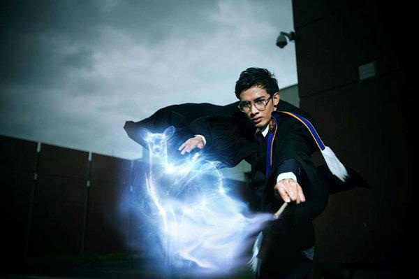 จินตนาการดีมาก ภาพรับปริญญา ของบัณฑิตติ่ง แฮรี่พอตเตอร์