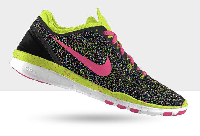 รองเท้าผ้าใบยี่ห้อ Nike