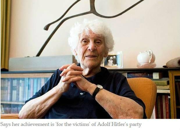 รอ 77 ปี มาได้ด็อกเตอร์ตอนอายุ 102