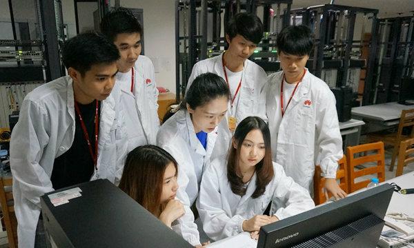โครงการฮอต นักศึกษาวิศวฯฮิต Seeds For The Future จาก หัวเว่ย