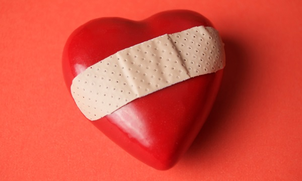 ทำไมเวลาเศร้าจึงรู้สึกเจ็บหัวใจ