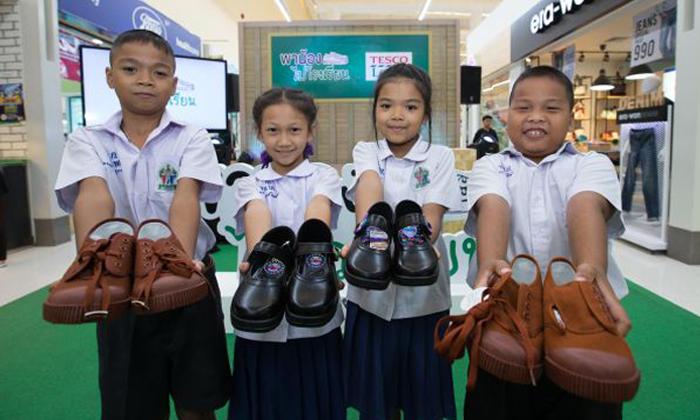 """น้องๆ มีเฮ """"พาน้องไปโรงเรียนปี 4"""" เริ่มแล้ว เทสโก้ โลตัส ตั้งเป้ามอบรองเท้านักเรียนใหม่ 22,000 คู่"""