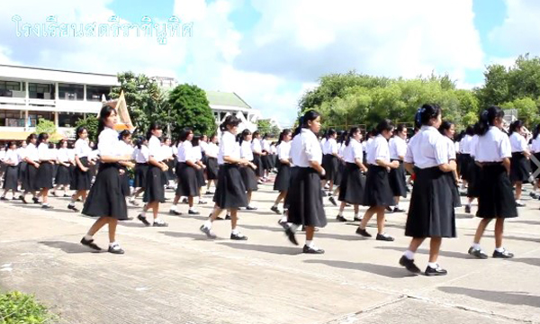น่าประทับใจ! นักเรียน 1,700 คน เต้นบาสโลป อำลาครูเกษียณ
