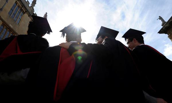"""""""บูมเมอแรง คิดส์"""" นิยามหนุ่มสาวอเมริกันรุ่นใหม่มุ่งหน้ากลับไปอยู่บ้านหลังจบมหาวิทยาลัย"""