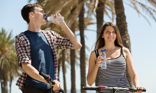 นักวิจัยชี้!!! ดื่มน้ำก่อนเข้าห้องสอบก็สามารถช่วยเพิ่มผลการเรียนได้อย่างน่าตกใจ