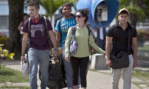 คนอเมริกันนิยมไปเรียนต่อต่างประเทศมากขึ้นเพราะค่าเทอมถูกกว่า