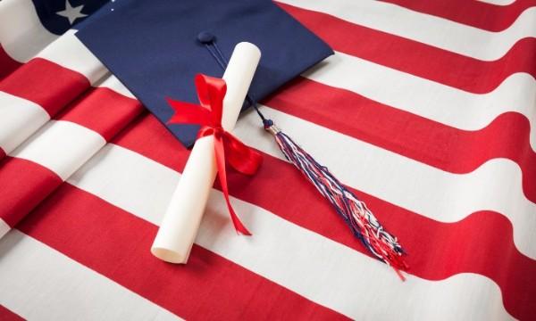 นักศึกษาต่างชาติสมัครเรียนต่อในมหาวิทยาลัยสหรัฐฯ ลดลง 40% ปีนี้