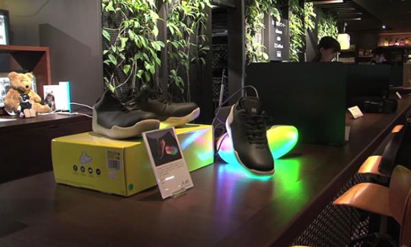 แฟชั่นรองเท้า LED สุดเจ๋งจากญี่ปุ่น พร้อมฟังก์ชันผ่านสมาร์ทโฟน