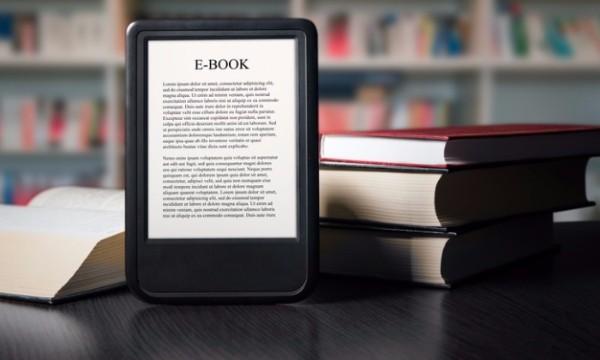 """มาดู..ข้อดีของการอ่าน """"E-book"""" และการอ่านแบบ """"หนังสือ"""" เป็นเล่ม"""