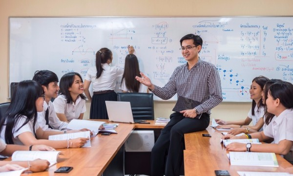 ครู กับ อาจารย์ ต่างกันอย่างไร