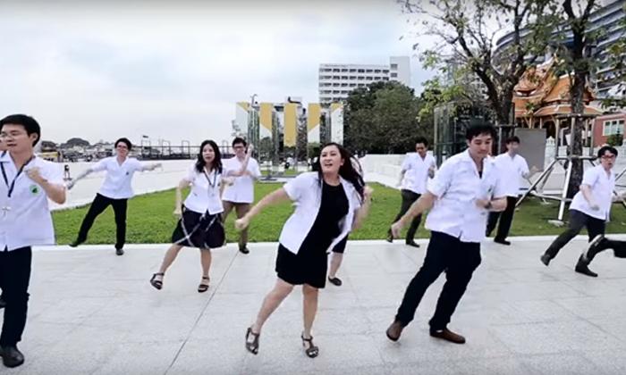 """แรงไม่หยุด """"หมอโรงพยาบาลศิริราช"""" ออกสเต็ป PANAMA DANCE น่ารักมากๆ"""