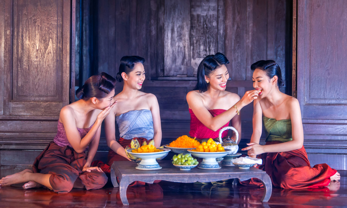 """""""รวมการแต่งกายชุดไทยในแต่ละรัชกาล"""" เตรียมพร้อม เที่ยวงานอุ่นไอรัก…คลายความหนาว"""