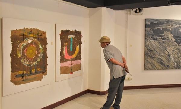 """คณะศิลปกรรมศาสตร์ ม.มหาสารคาม จัดนิทรรศการ """"ตุ้มโฮมศิลป์"""" ขับเคลื่อนวงการศิลปะ"""