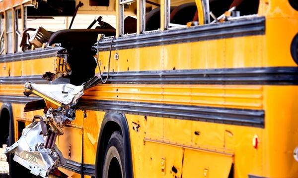 """""""รถโรงเรียน"""" ควรมีมาตรฐานความปลอดภัยอย่างไร"""
