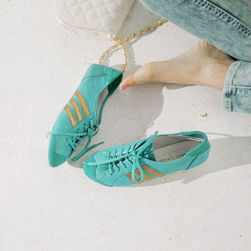 ทำไม ร้านขายรองเท้าไม่ร้อยเชือกผูกรองเท้าไว้ก่อน