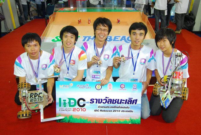 ทีมแมงกะพรุน-ปลาฉลาม คว้าแชมป์การแข่งขันออกแบบและสร้างหุ่นยนต์แห่งประเทศไทย RDC 2010