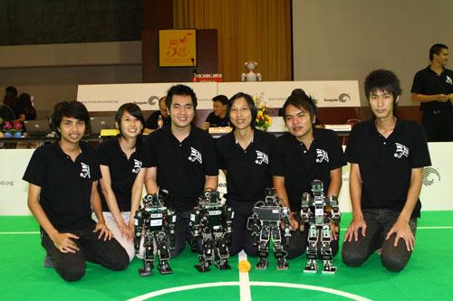 ร่วมเชียร์ทีมฟุตบอลหุ่นยนต์ฮิวมานอยด์ไทย