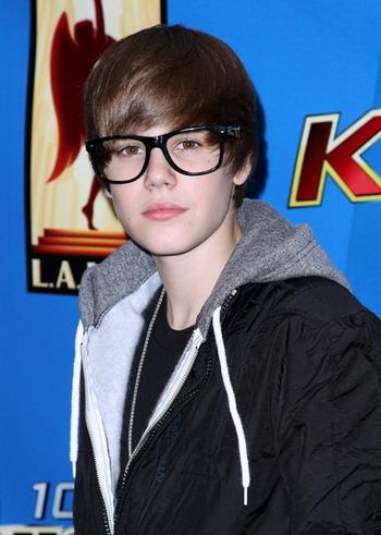 Justin Bieber หนุ่มน้อยหน้าใสขวัญใจมหาชน