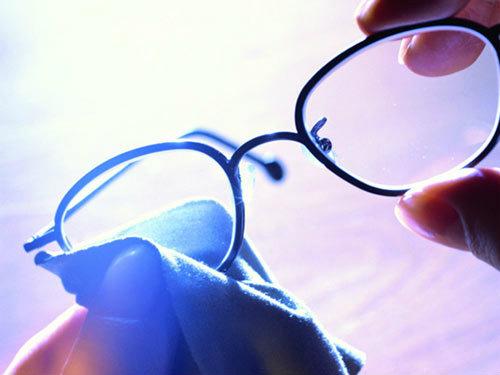 ลบรอยขีดข่วนบนเลนส์แว่นตา