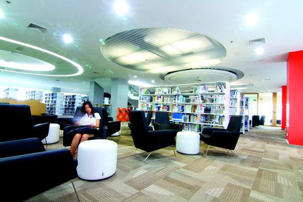 ห้องสมุดดีไซน์ล้ำ แนว -Edutainment แห่ง มหาวิทยาลัยศรีปทุม