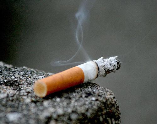 """""""บุหรี่""""เพชฌฆาตในม่านควัน"""