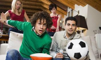 ทำอย่างไร…ถ้าแฟนหนุ่มติดบอล ?