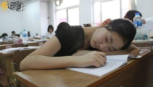 แอบดูนักเรียนแอบหลับ พร้อมเคล็ดลับแก้ง่วง