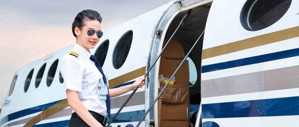 น้ำตาล กนกกาญจน์ นักบินสุดเท่และพริตตี้ระดับไฮคลาส