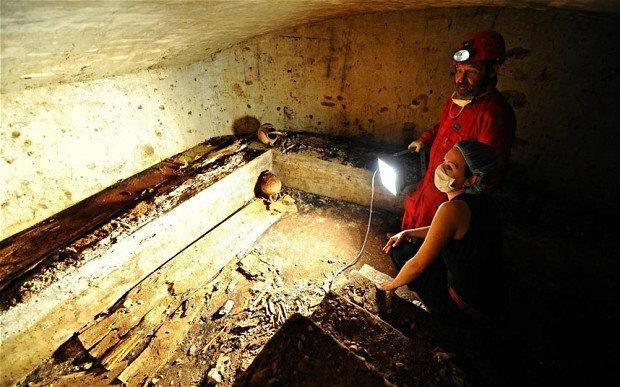 """นักวิทย์ขุดหลุมศพเมืองฟลอเรนซ์ พิสูจน์ดีเอ็นเอ""""โมนาลิซา"""""""