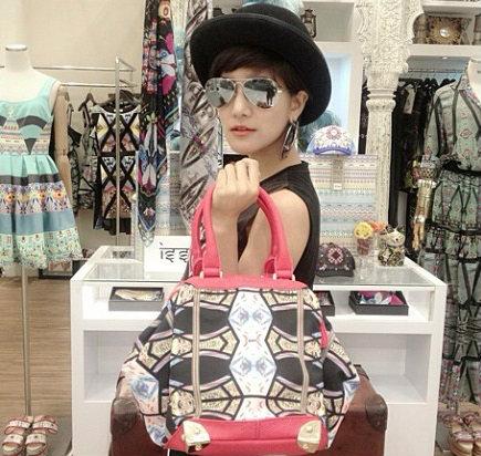 อัพเดทแฟชั่นกระเป๋า ของไอดอลสาวตัวเล็ก ก้อย รัชวิน