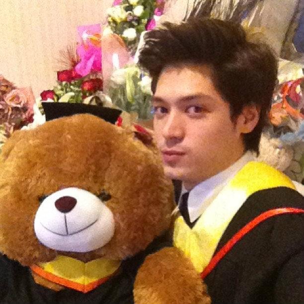 ดารารับปริญญา มหาวิทยาลัยกรุงเทพ  ประจำปีการศึกษา 2556