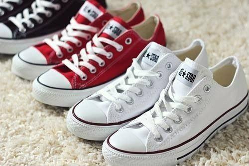 รองเท้าผ้าใบ  Converse ใส่ได้ทั้งปี ไม่มีวันเชย
