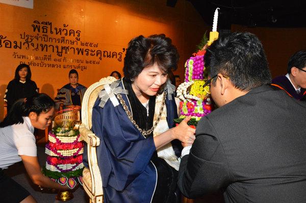 ศรีปทุม จัดน้อมวันทา บูชาพระคุณครู ประจำปี 2557
