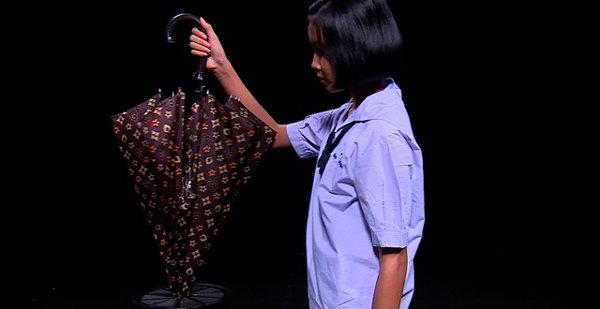 'เครื่องรีดและสะบัดน้ำออกจากร่ม' ฝีมือเด็กไทย