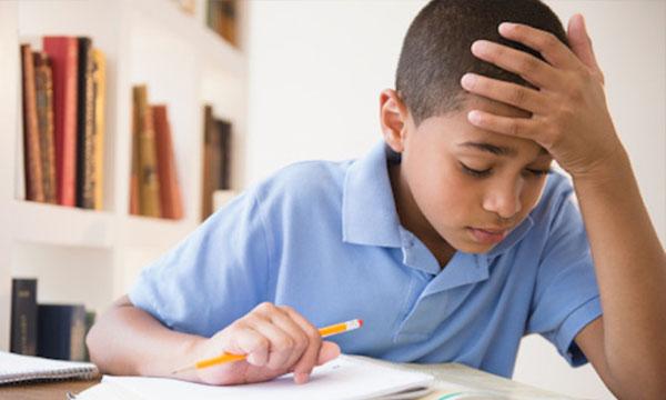 """นักวิจัยเตือนพ่อ-แม่ อย่า""""ทำการบ้านแทนลูก"""""""